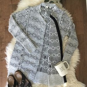 GAP Black and White Knitted Open Front Sweater. XS